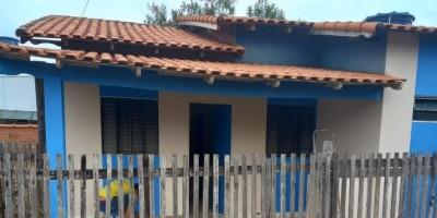 Aluga-se uma casa de alvenaria no centro da cidade de Rolim de Moura