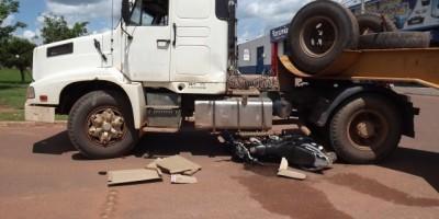 Rolim De Moura - Carreta e motocicleta se envolvem em acidente no bairro Jardim Tropical.