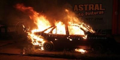 Porto Velho - Madrugada de terror: cinco veículos foram incendiados