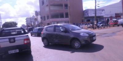 Rolim de Moura – Dois carros se envolvem em acidente na Rotatória