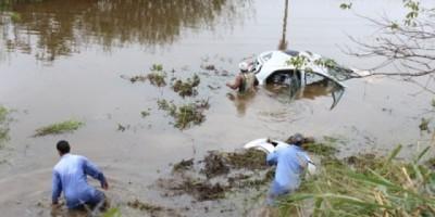 Condutora de Ji-Paraná perde controle de veículo, cai em lago e mobiliza populares, Bombeiros e PRF a sua procura na BR-364