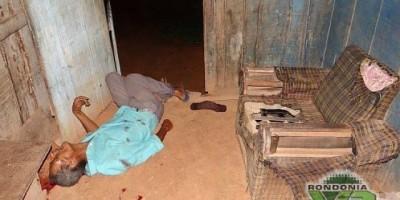 Monte Negro - Homem é assassinado com dois tiros na cabeça em Monte Negro