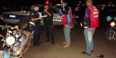 Rolim de Moura –  Mototaxista se choca contra um cavalo em pleno centro da cidade