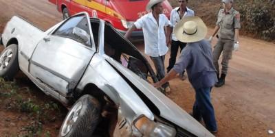 Rolim de Moura –  Motorista perde o controle e bate em um barranco na linha 176