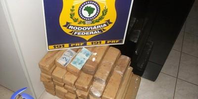 Ji-Paraná – PRF apreende quase 50 kg de maconha dentro de porta malas de veículo