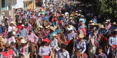 Cavalgada abre a 30ª edição da Expoagro em Rolim de Moura
