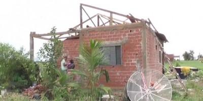 Rolim de Moura -  Após vendaval, moradora pede ajuda para reconstruir a casa - Vídeo