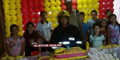 Rolim de Moura  -  Admirador dos bombeiros, menino tem a presença dos militares em sua festa de aniversário