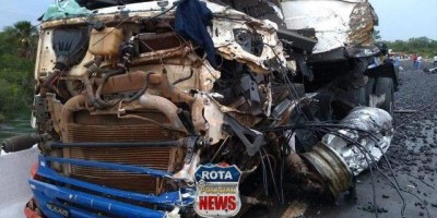 Motorista morre após carretas colidirem frontalmente entre Sapezal e Campos de Júlio, no Mato Grosso - Vídeo