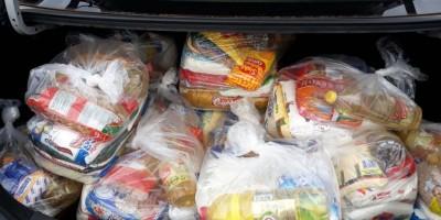 Acadêmicos do Curso de História da UNIR realizaram a entrega de cestas básicas arrecadadas durante evento