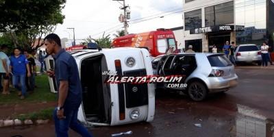 Rolim de Moura – Kombi tomba após colisão entre veículos no Centro da cidade