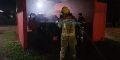 Vídeo: Criminosos invadem quartel e incendeiam viatura do Corpo de Bombeiros, em Porto Velho