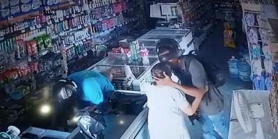 Vídeo mostra assaltante beijando idosa durante roubo no Piauí: 'não quero seu dinheiro'