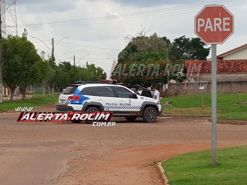 Rolim de Moura - Mulher é socorrida após atingir moto em lateral de veículo que avançou a via no Bairro Beira Rio
