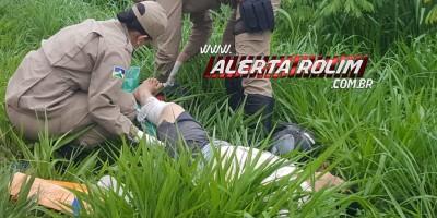 Rolim de Moura – Casal é socorrido pelos Bombeiros após ter motocicleta atingida por carretinha que se desprendeu de outra moto na RO-383