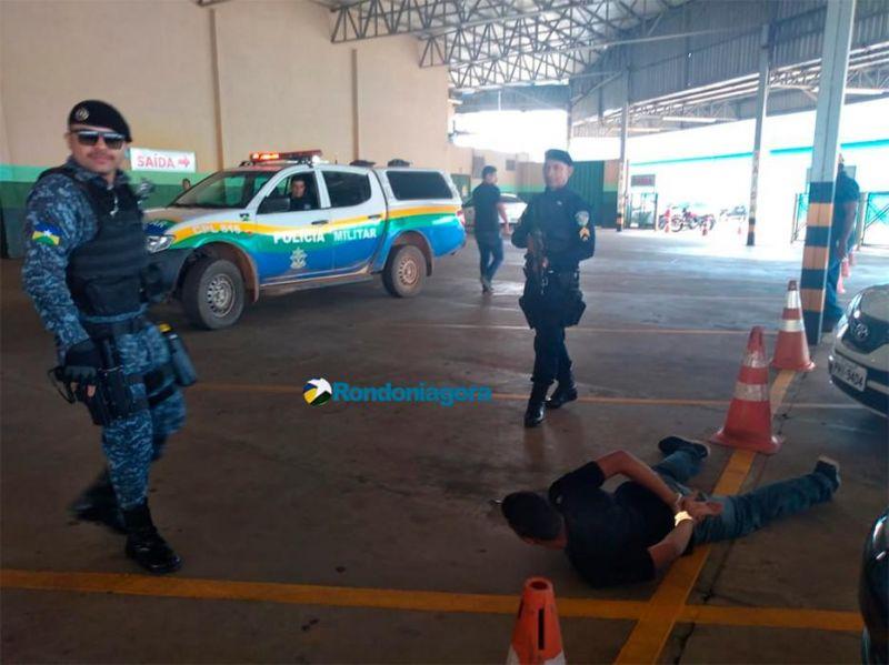 Bandidos são presos em supermercado após roubo e perseguição, em Porto Velho