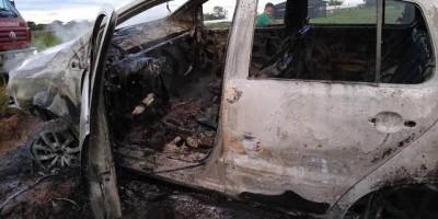 Vilhena - Completamente bêbado, homem incendeia o próprio carro; após ser preso diz não saber porque fez isso