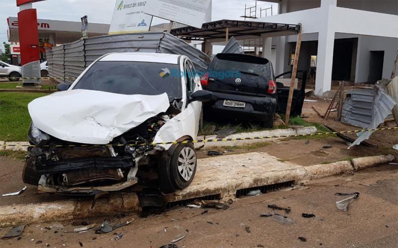 Duas pessoas ficam feridas em grave acidente na Jorge Teixeira, em Porto Velho