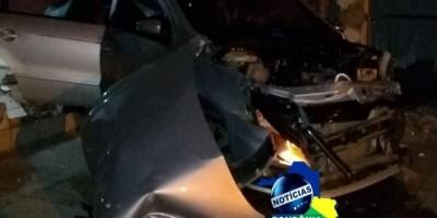 Ji-Paraná- Condutor perde controle de veículo e bate em muro de igreja