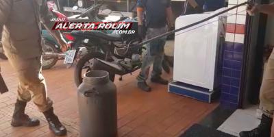 Rolim de Moura – Bombeiros capturam cobra dentro da loja Gazin do Bairro Cidade Alta; Assista ao vídeo