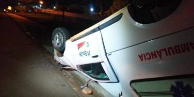 Ambulância capota após grave acidente em, Jí-Paraná