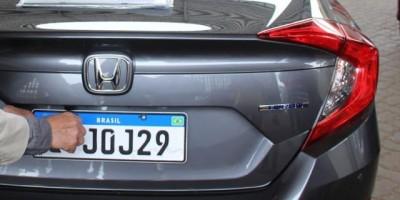 Placa do Mercosul já é obrigatória em Rondônia e custa R$ 270 para carros na capital