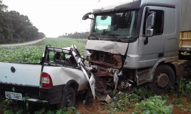 Vilhenense morre após colidir de frente com carreta na BR-174 há 30 quilômetros de Vilhena