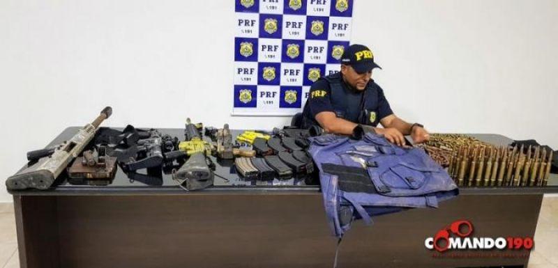 Em Ji-Paraná, PRF apreende arsenal de guerra e prende dois suspeitos; Uma carreta com cigarros contrabandeados também foi apreendida na ação