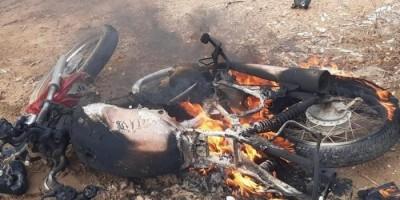 Moto pega fogo após colisão e motociclista é arremessado por mais de 10 metros, em Ji-Paraná – VÍDEO