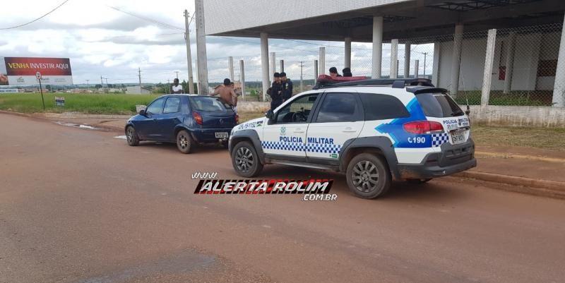 Rolim de Moura – Motorista perde controle de carro e atinge poste na Avenida Norte Sul, saída para a BR-364