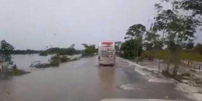 ATUALIZADA – Nesta manhã de sexta-feira , BR-364 é alagada pelas fortes chuvas próximo a Presidente Médici - Vídeo