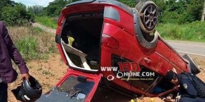 Alta Floresta – Automóvel capota na RO 383 no Km 10, três pessoas ficaram feridas