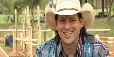 Asa Branca, locutor conhecido como 'lenda dos rodeios', morre aos 57 anos em SP