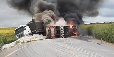 Caminhões pegam fogo após colisão frontal na BR-364, no Mato Grosso - Veja o vídeo