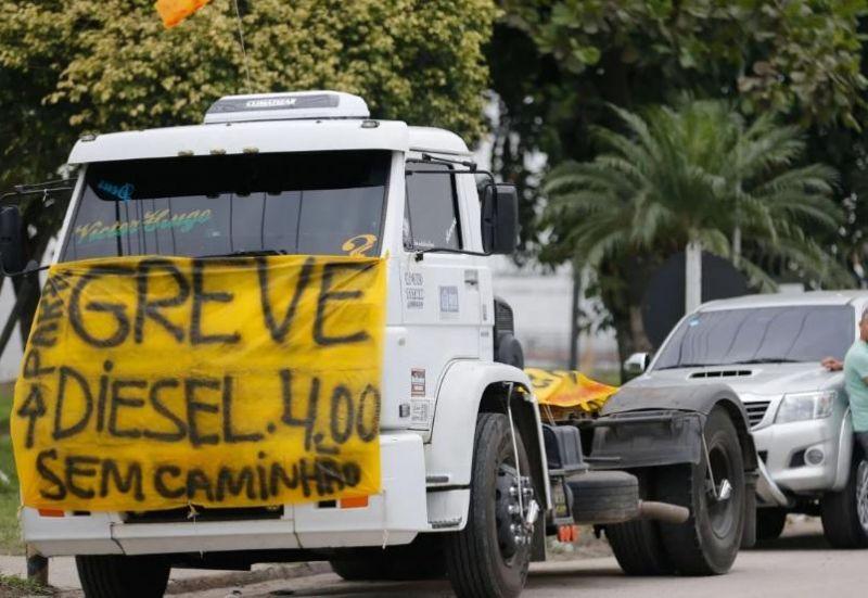 Caminhoneiros marcam nova greve para próxima quarta-feira, 19