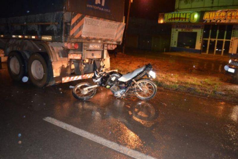 Jaru: Motociclista fica gravemente ferido ao colidir na traseira de caminhão estacionado na JK