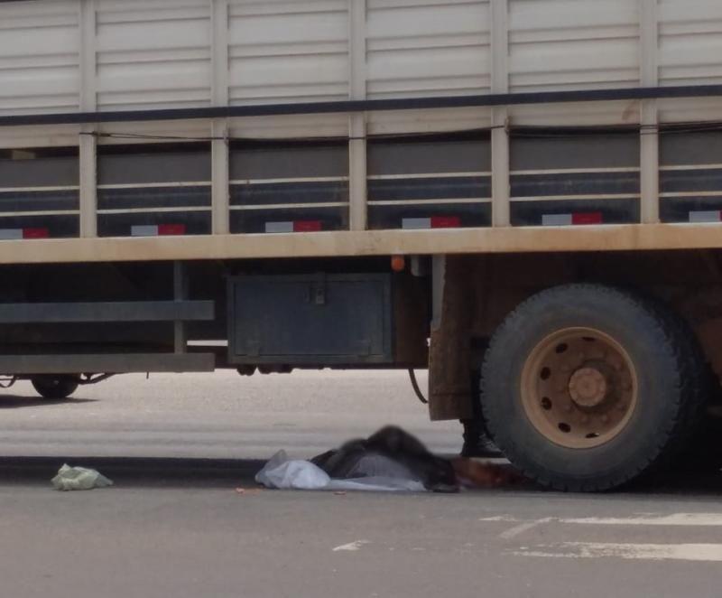 Mulher morre esmagada por Caminhão boiadeiro na Br-364, em Ji-Paraná