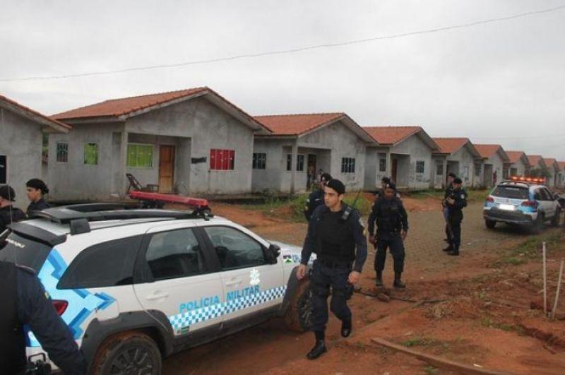 PF e PM cumprem reintegração de posse de 150 casas em Ouro Preto do Oeste, RO