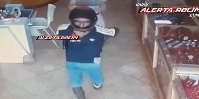 Rolim de Moura – Bandido armado com revólver efetua roubo em joalheria no Centro da cidade; assista ao vídeo da ação criminosa