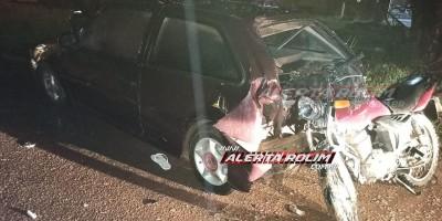 Rolim de Moura – Durante a madrugada, motociclista é socorrido pelos bombeiros após atingir traseira de veículo estacionado