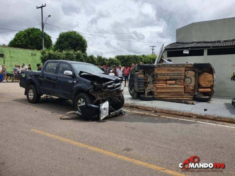 Acidente envolvendo dois veículos deixa vítima presa nas ferragens, em Ji-Paraná