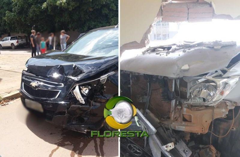 Caminhonete entra em estabelecimento comercial após acidente de trânsito, em Alta Floresta