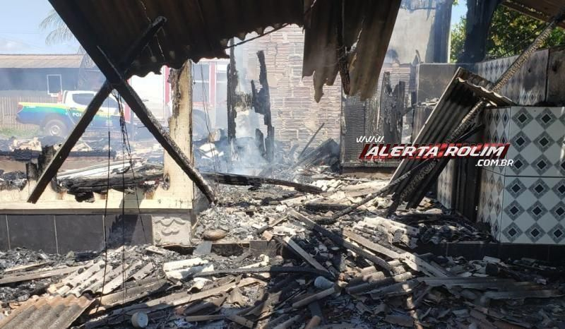 Família que teve casa destruída por incêndio em Nova Estrela pede ajuda da comunidade para reconstruir residência