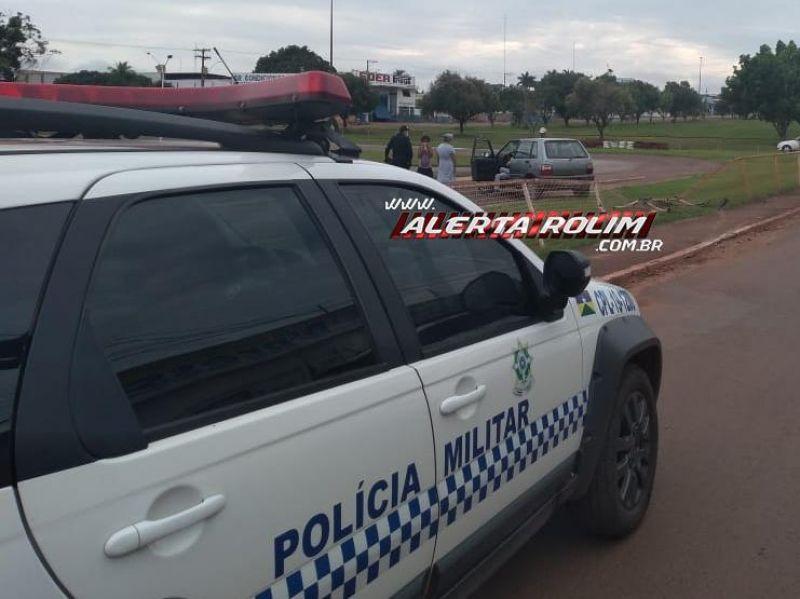 Rolim de Moura – Idosa perde o controle da direção de veículo, bate e derruba parte do alambrado da pista de kart