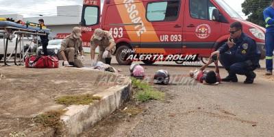 Rolim de Moura – Mãe e filho ficam feridos ao serem atingidos por carro no Centro da cidade; a mulher fraturou uma das pernas – Vídeo
