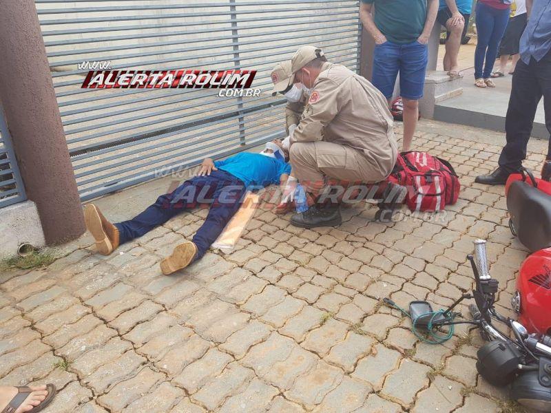 Rolim de Moura – Motociclista é socorrido com suspeita de fratura em um dos braços após colisão com veículo no Centro da cidade – Vídeo