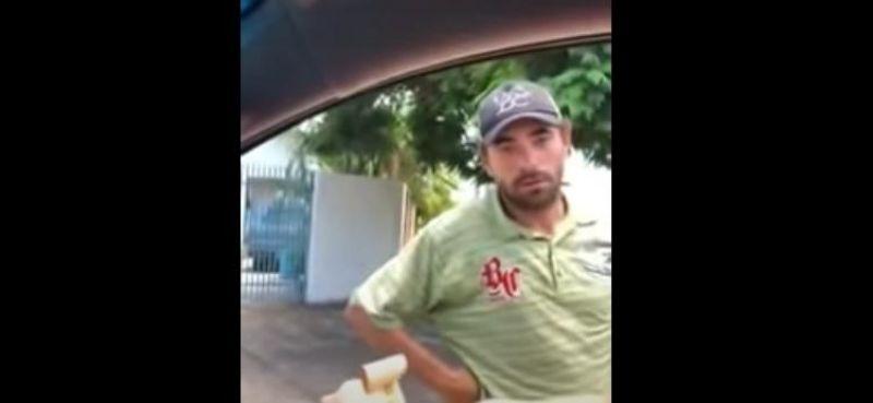 Empresário finge dar dinheiro para dar tapa em morador de rua no Mato Grosso - Assista