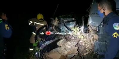 Motorista morre preso às ferragens após colisão frontal com carreta na BR-364, em RO