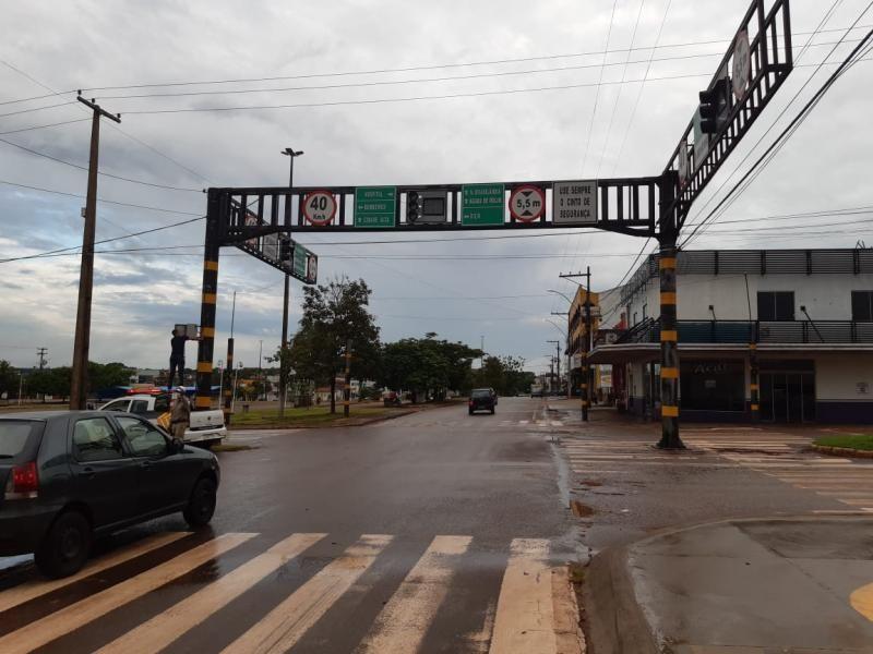 Raio queima semáforo da Rio Madeira com Av. 25 de Agosto,  em Rolim de Moura