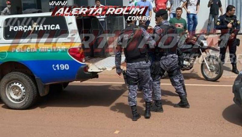 URGENTE- Dupla é detida pela PM após tentar fugir com moto por várias ruas de Rolim de Moura ; assista ao vídeo completo